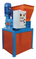 2hřídelový drtič 1×15kW , elektrický pohon, kapacita <500kg/h TBS600